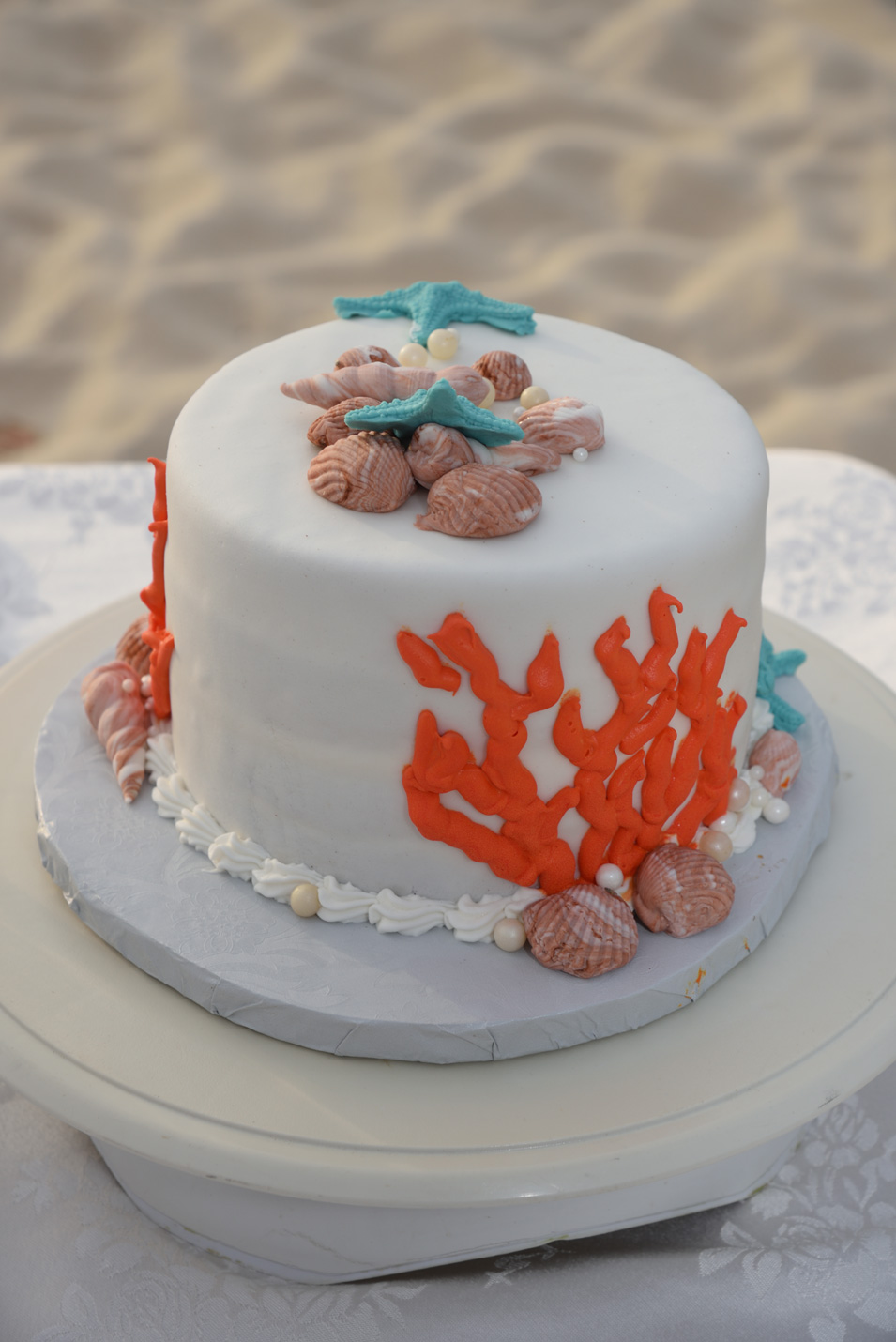 Aruba beach wedding cakes